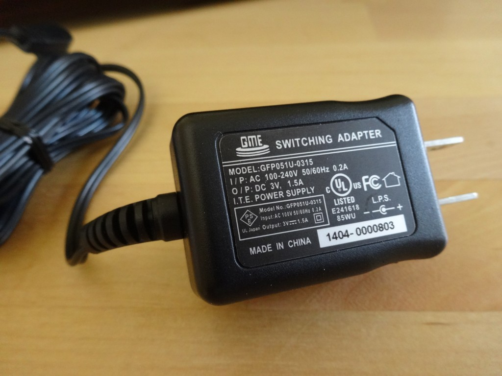 なんと電圧が240Vまでいける!ってことはコンセントの形かえれば世界中で使えるね、でかした!!