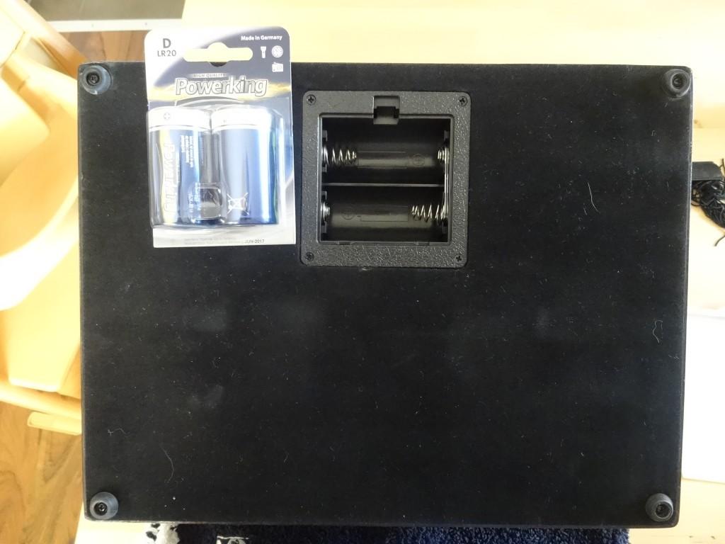 ちなみに電池は単一を2本。本体がでかすぎて、単一が単ニに見えるな。。