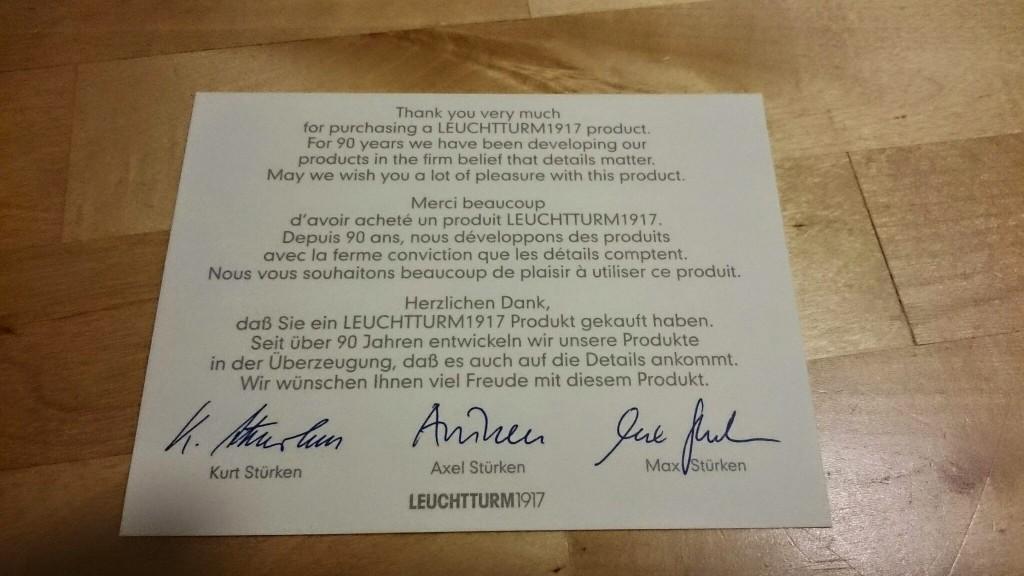 LEUCHTTURMからのお礼の紙が一枚同封されている。なんと90年以上もの歴史をもったノートメーカーとのこと。サインは恐らく経営陣なのだろうが、苗字が同じだから兄弟なのかな?