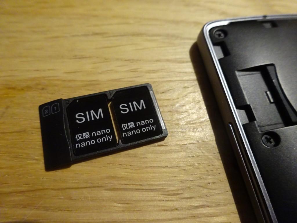 標準でnano SIMでDUAL SIM対応でっせ!