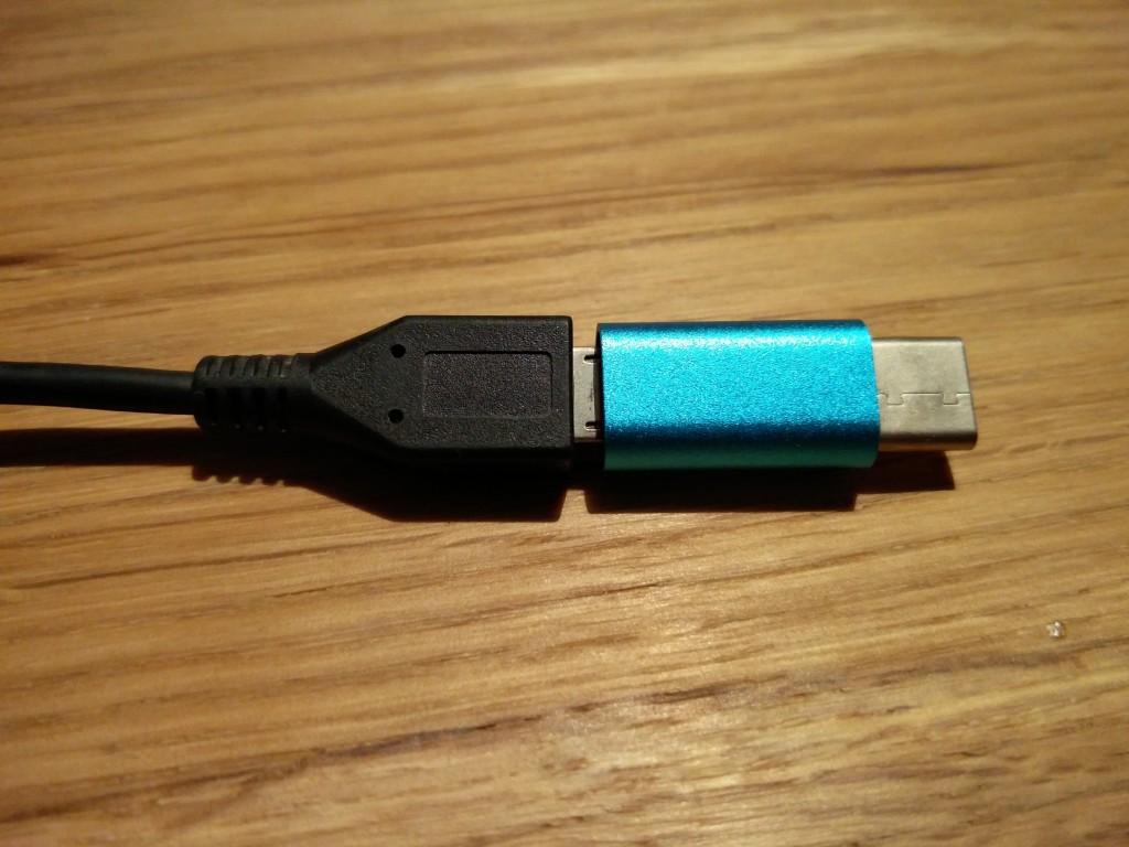 ちなみに普通のmicro USBに差し込むとこんな感じ。