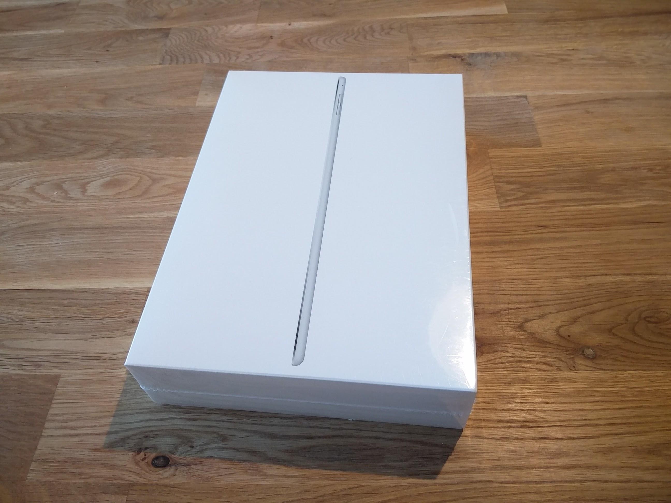 サンタさんがうちの妻にもってきたiPad Air 2!我が家では累計3台目のiPadとなります。