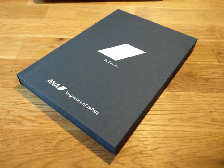 箱は結構かっこいい。紙製だけど上質な紙なので高級感はある。