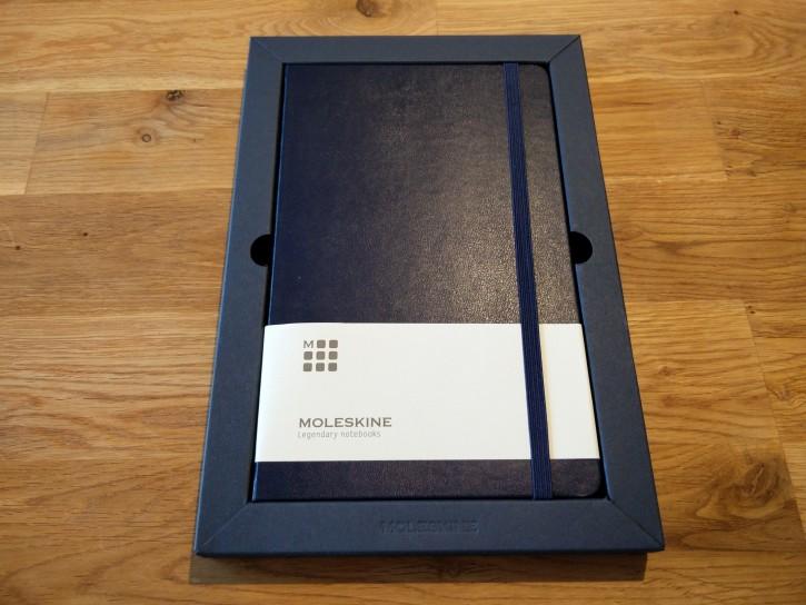 開けてみるとそこには見覚えのあるデザインのノートが!