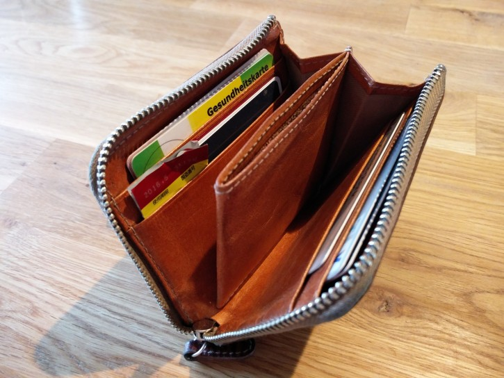 カードのみを収納した状態。御覧のとおり、かなりの領収書やお札を入れることができる。