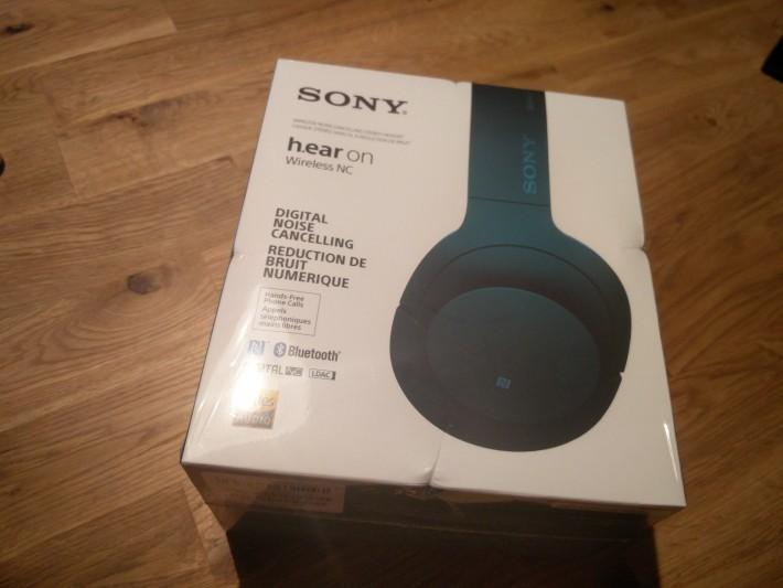 1.買ったのはソニーのMDR-100ABNというh.earシリーズの最新型Bluetooth+Noise Cancelling搭載モデル。