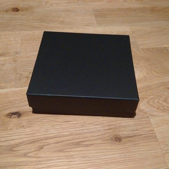 1包みはどうなっていたか友人に代理で日本から持ってきたので分からないが、少なくとも一応化粧箱には入ってくるみたい。