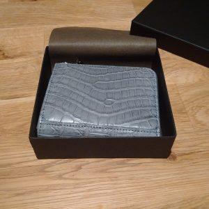2御開帳!ぴったりサイズな箱に入っている。