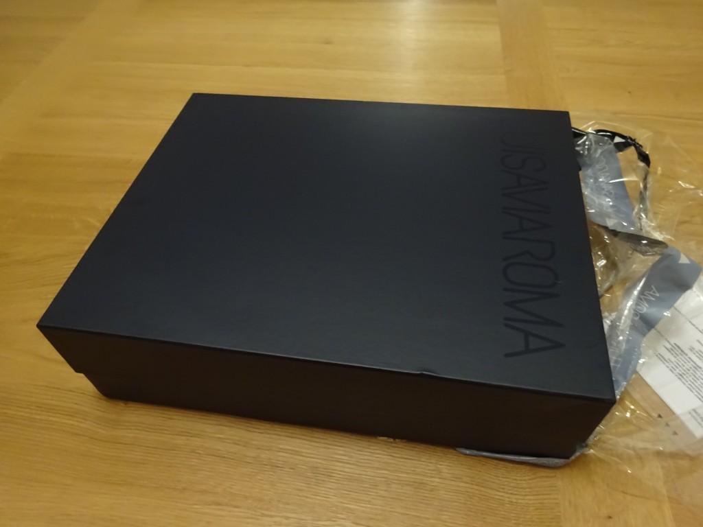初めてluisaviaromaで買ったけど、ものすごい立派な化粧箱で届いた!