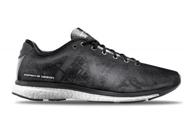 Porche Desingn X Adidasの組み合わせであるスニーカー。靴紐の色、メッシュの下にある材質の色、などカラバリが結構あるみたい。